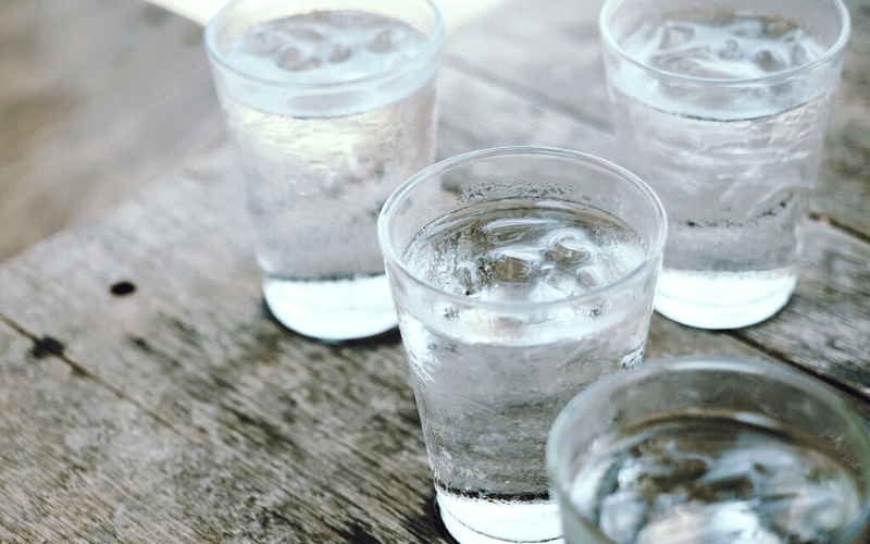 Uống một ly nước trước khi ăn giúp quá trình tiêu hóa diễn ra hiệu quả hơn