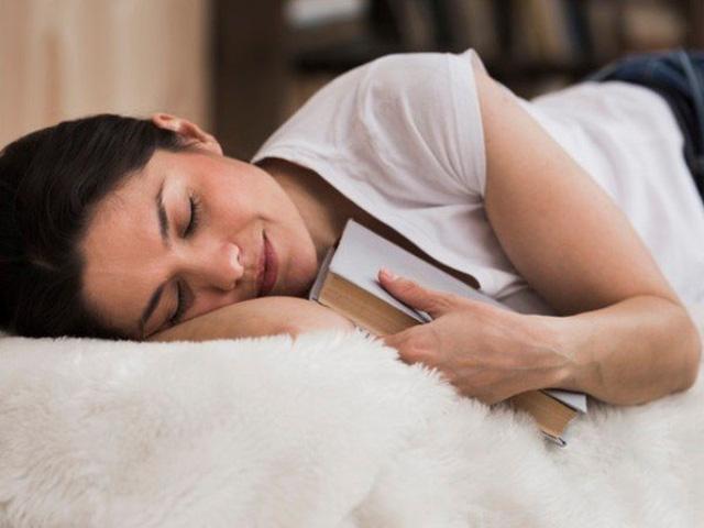 Giấc ngủ trưa sẽ giúp bạn tập trung hơn cho công việc