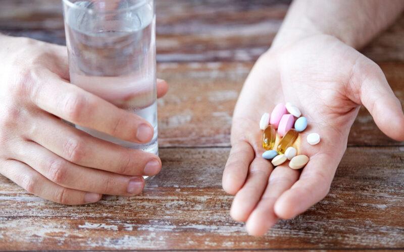 uống thuốc trị mụn có ảnh hưởng gì không. Có nên uống thuốc trị mụn thường xuyên