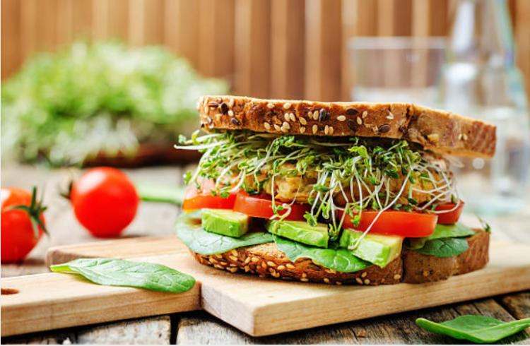 bánh mì sandwich chung cấp năng lượng cho cơ thể