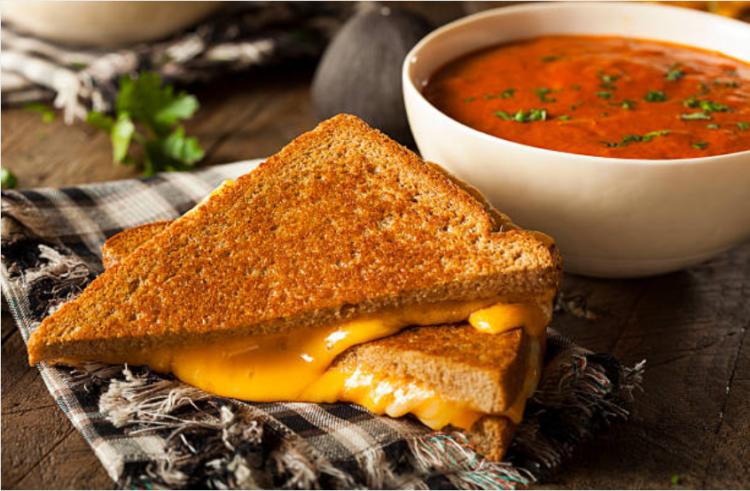 tránh ăn kèm nước sốt với bánh mì sandwich