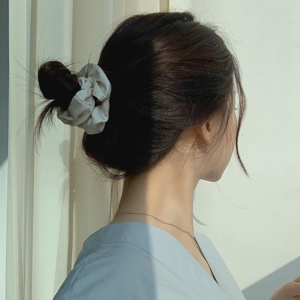Bật mí 25+ kiểu tóc đơn giản nhưng không kém phần nữ tính 15