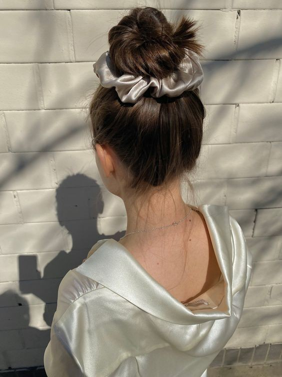 Đốn tim với 24+ kiểu tóc với scrunchies 12