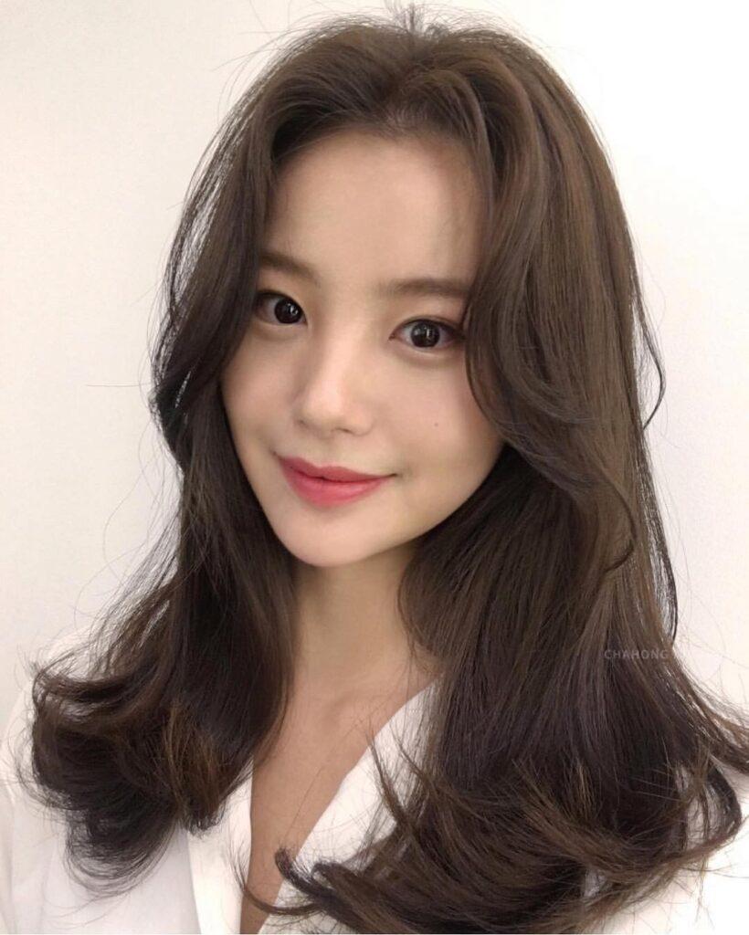 Gợi ý 4+ kiểu tóc xoăn bồng bềnh cho nàng thêm xinh 3