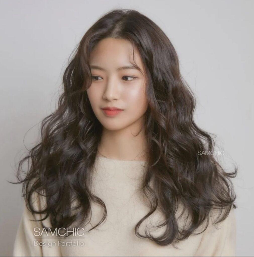 Gợi ý 4+ kiểu tóc xoăn bồng bềnh cho nàng thêm xinh 6