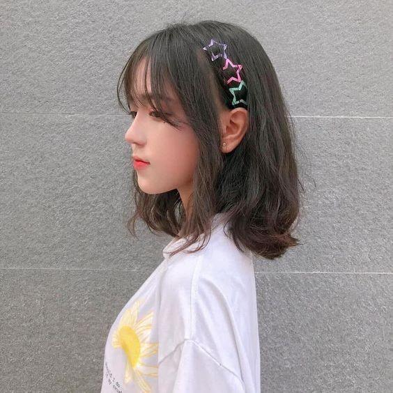 Kết hợp với phụ kiện tóc