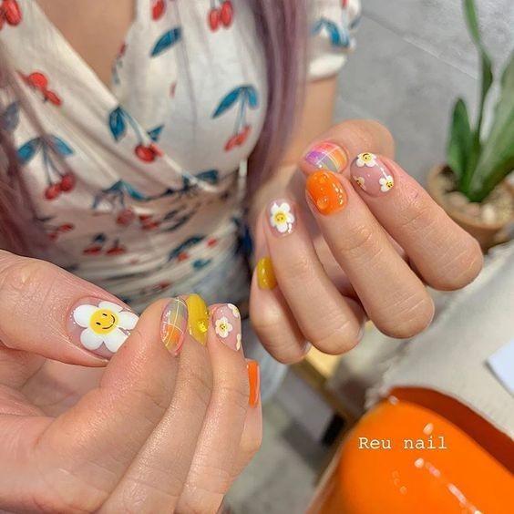 Kiểu nail màu sắc họa tiết hoa