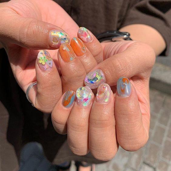 Kiểu nail màu sắc họa tiết nổi