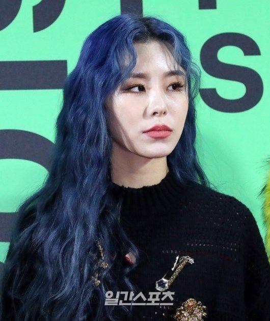 Nhuộm tóc màu xanh dương