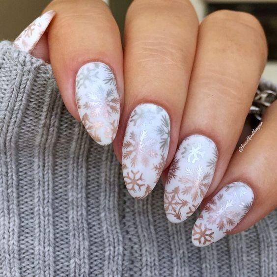 các kiểu móng tay hoa tuyết 21
