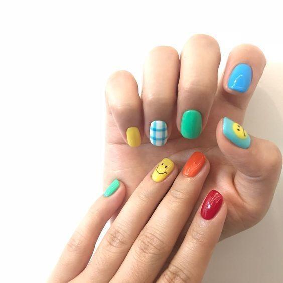 Kiểu nail màu sắc đơn giản