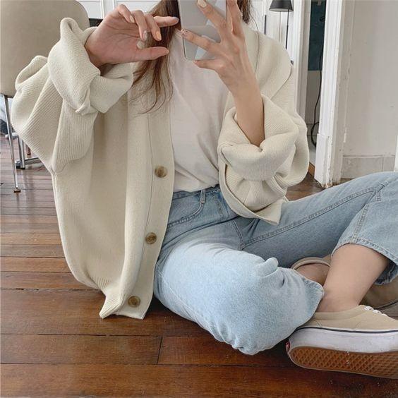 Mix áo thung trắng và quần jeans