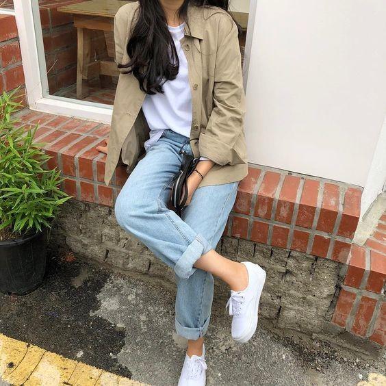 Mix áo thun trắng với quần jeans 10