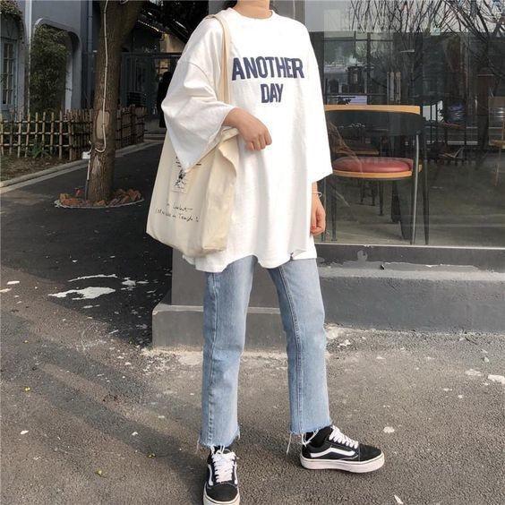 Mix áo thun trắng với quần jeans 13