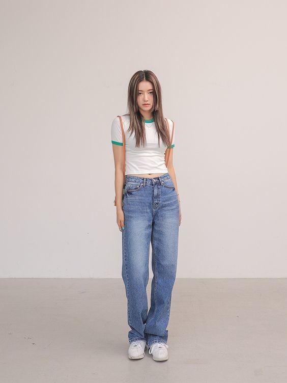 Mix áo thun trắng và quần jeans 18
