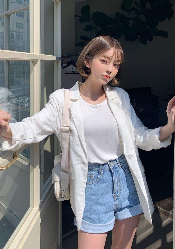 Mix áo thun trắng và quần jeans 19