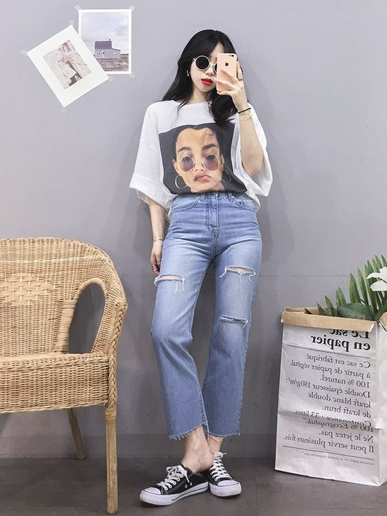 Mix áo thun trắng với quần jeans 21