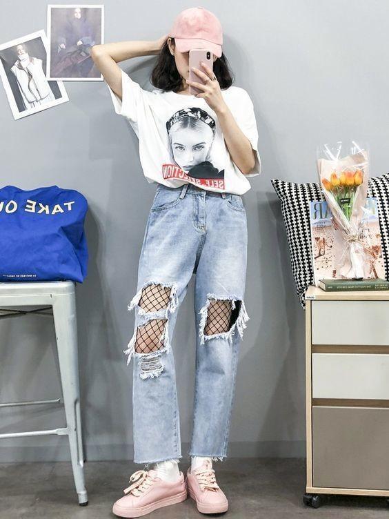 Mix áo thun trắng với quần jeans 22