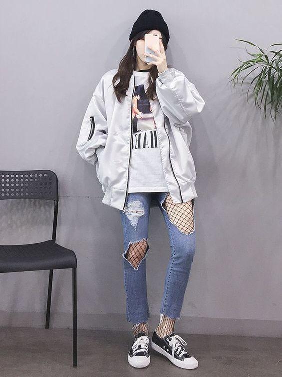 Mix áo thun trắng và quần jeans 23