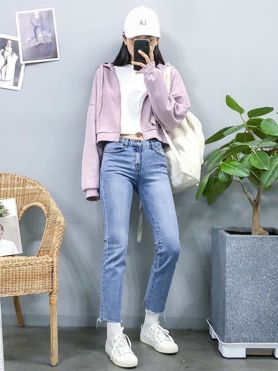 Mix áo thun trắng và quần jeans 24