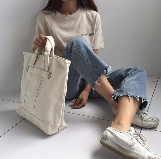 Mix áo thun trắng và quần jeans 5