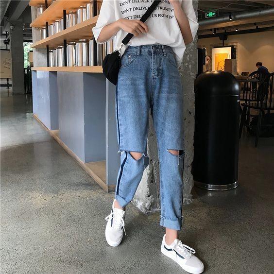 Mix áo thun trắng và quần jeans 9