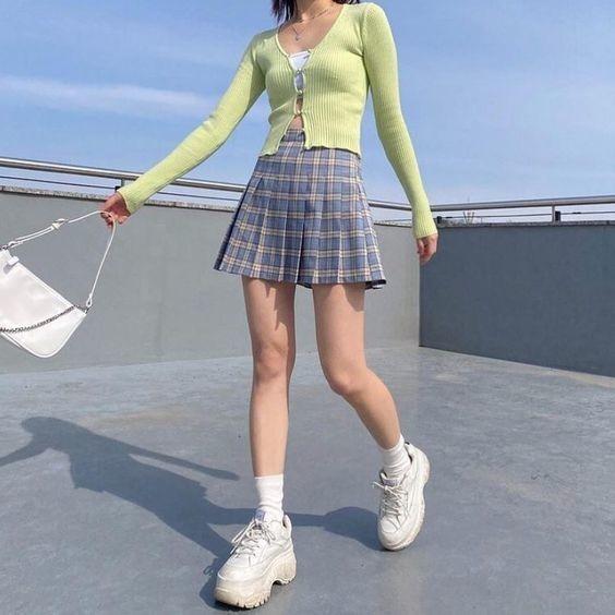 Phối đồ với chân váy caro 3