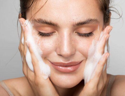 9 sai lầm khi rửa mặt khiến da không lão hóa nhanh chóng