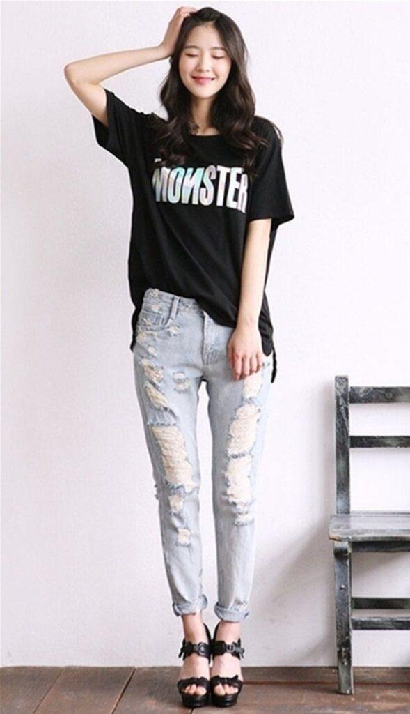 Áo phông + quần jeans