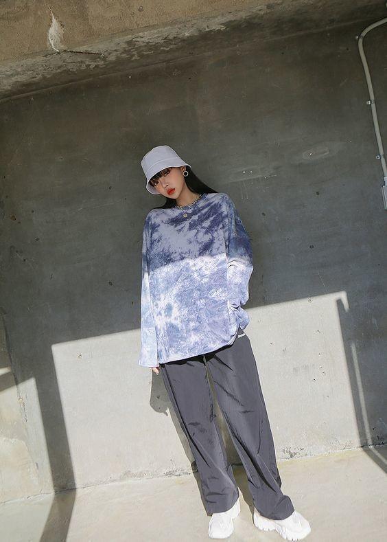 Một chiếc quần tây ống rộng sẽ giúp bạn tôn dáng thành công, kết hợp vs áo croptop tie dye hay áo oversize đều trông cực kỳ cá tính. 6