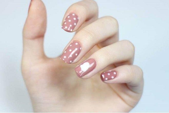 Mẫu nail chấm bi đẹp và dễ thương 21