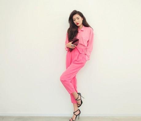 phối đồ với trang phục màu hồng_21