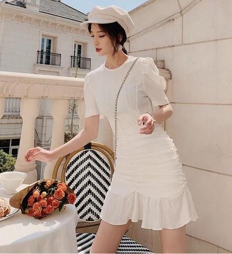 phối đồ với trang phục màu trắng_10