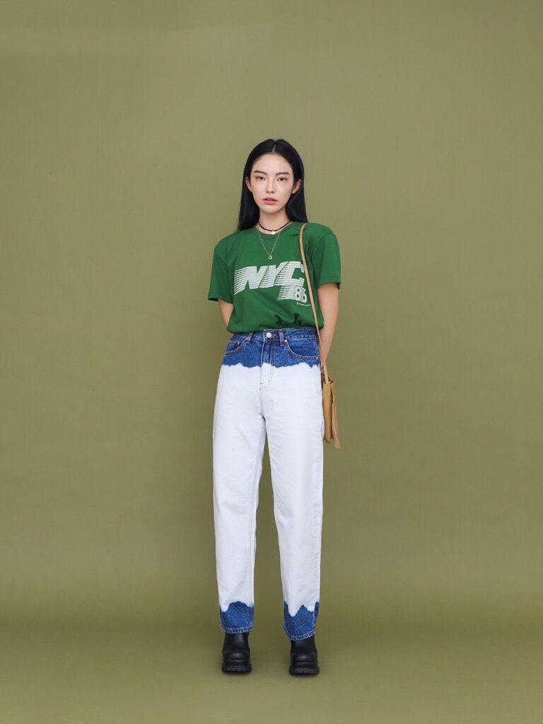 Áo thun và quần jeans