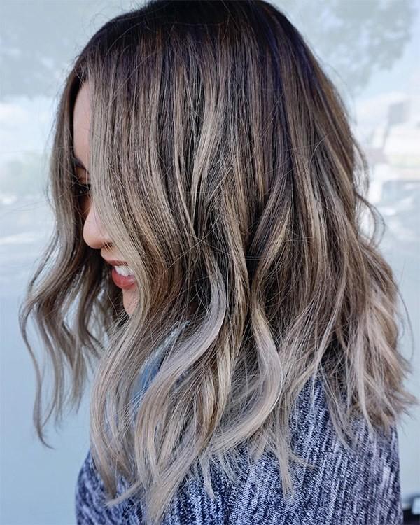 Tóc màu nâu lạnh ánh bạch kim