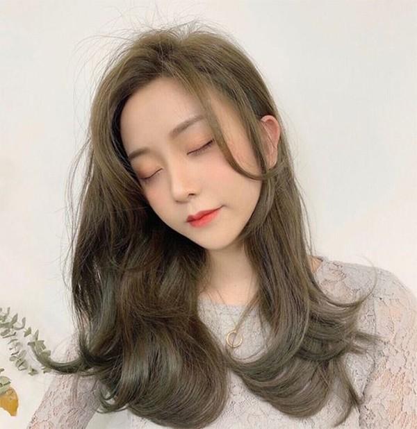 Tóc màu nâu lạnh ánh rêu