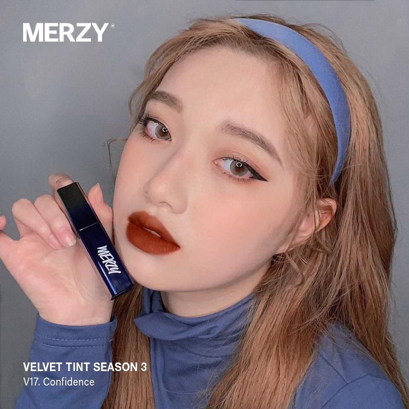 V17 của thương hiệu Marzy là một tông son mà cô nàng da ngăm nên thử