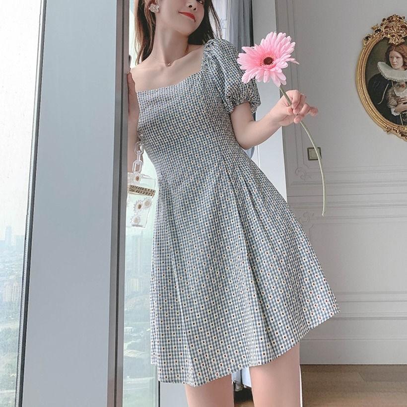Váy ngắn cổ vuông