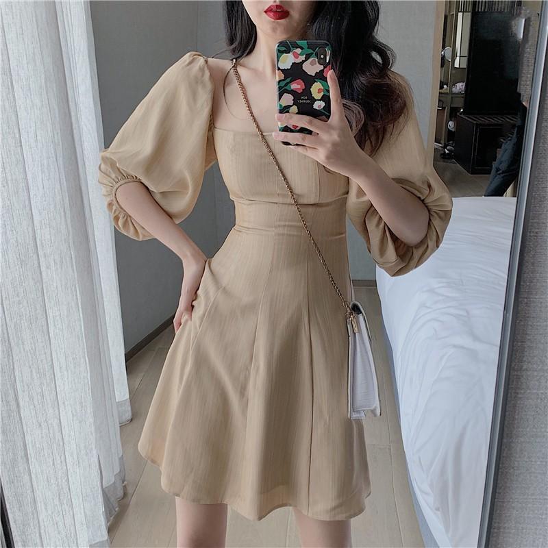 Váy ngắn cổ vuông_3